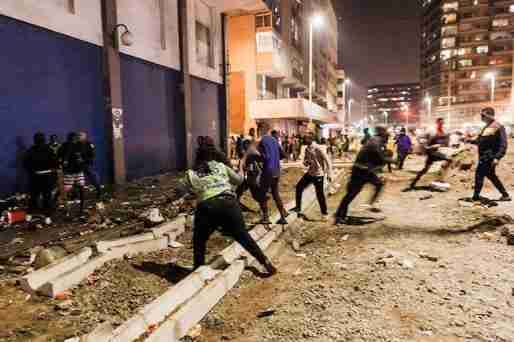 South Africa Police Services (SAPS) officers try to cease looting in central Durban.