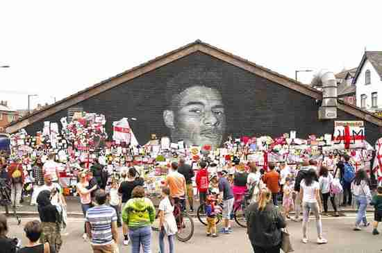 marcus rashford mural racism messages support