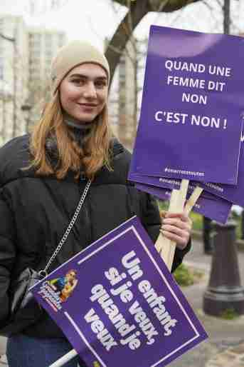 france free birth control women under 25 woman